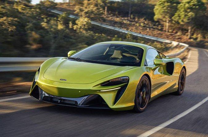 McLaren Artura 2021 front