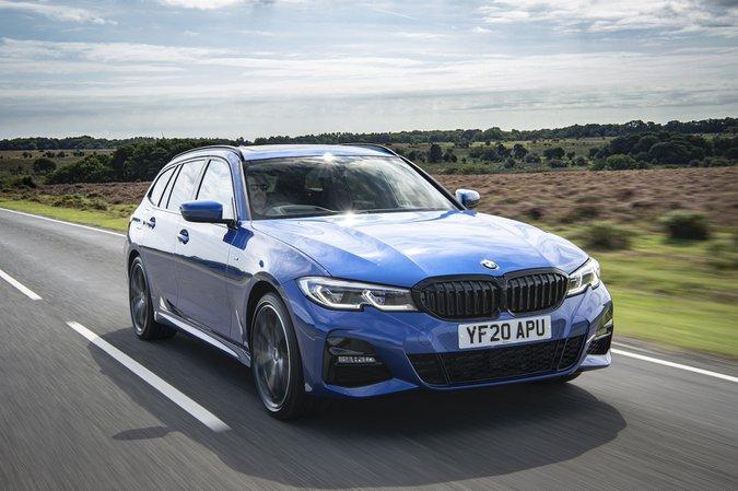BMW 3 Serisi Touring 2021 ön sağ takip