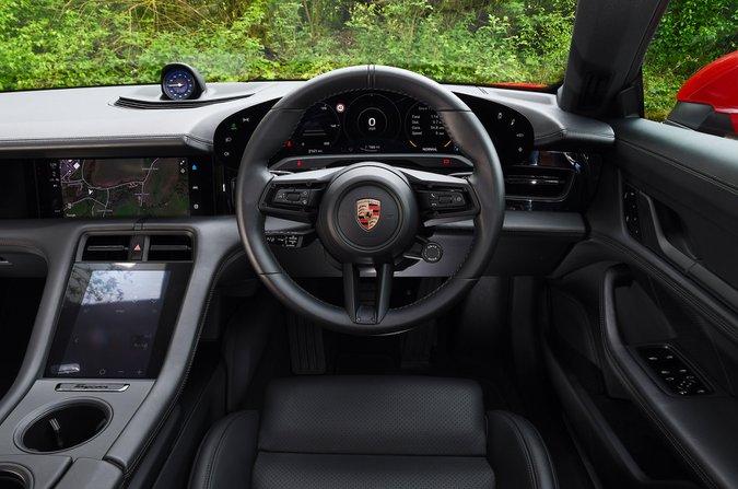 Porsche Taycan 2021 dashboard