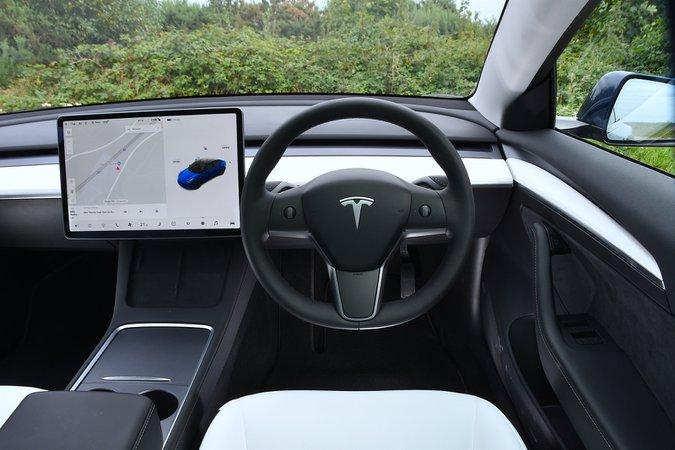Tesla Model 3 2021 interior dashboard