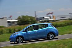 Nissan Leaf on video
