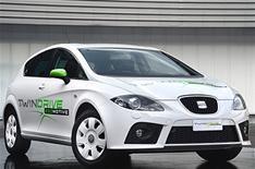 Seat reveals hybrid concept car
