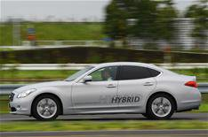 Infiniti M35 hybrid driven