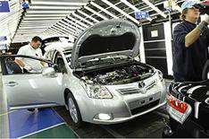 Toyota plans more cuts in UK