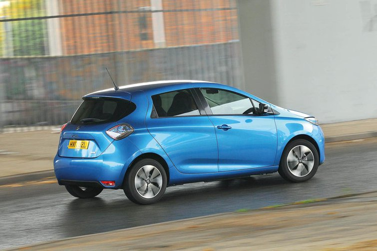 New Toyota Yaris Hybrid vs Renault Zoe