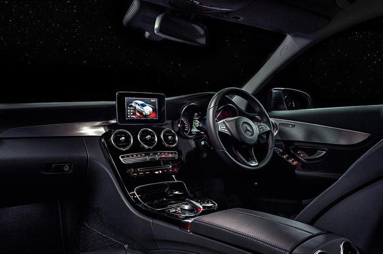 British drivers choose digital radio over life-saving safety kit