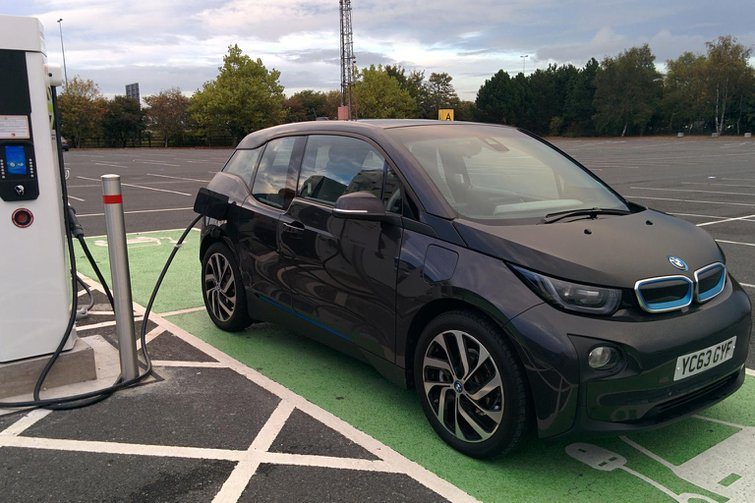 UK plug-in vehicle sector to gain 43 million in funding