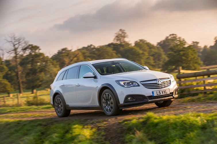 2014 Vauxhall Insignia Country Tourer review