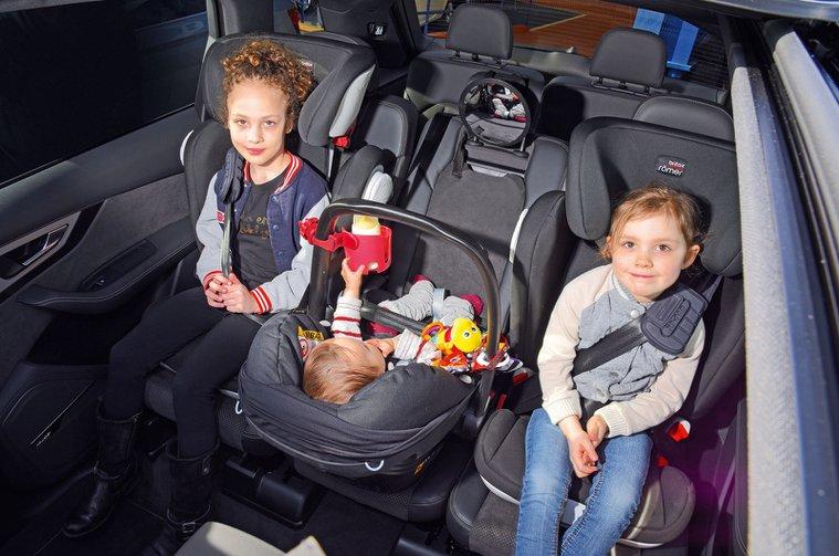 Girls in child car seats in Audi A7