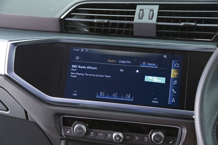 Audi Q3 infotainment
