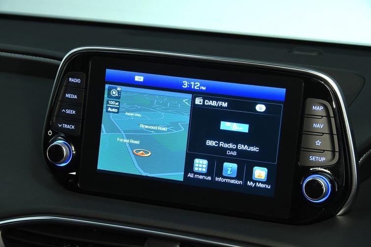 Hyundai Santa Fe infotainment