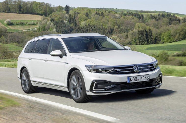 2019 Volkswagen Passat Estate GTE front