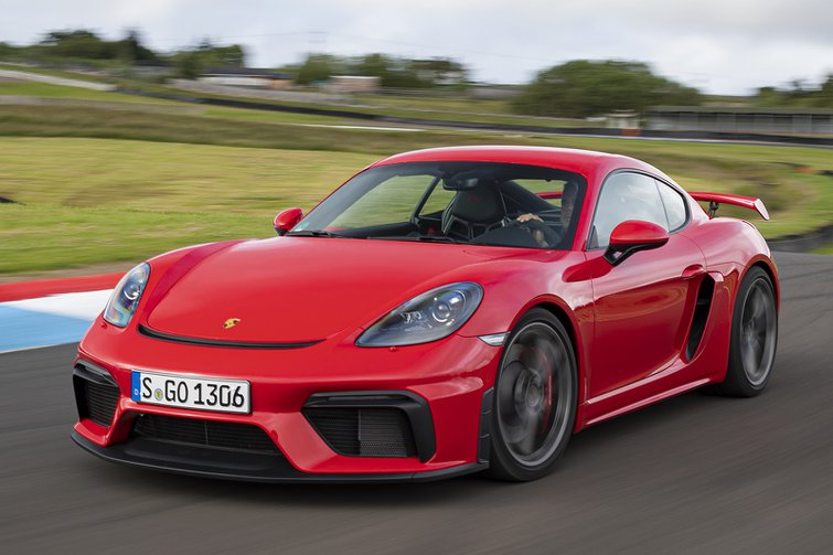 2019 Porsche 718 Cayman GT4 front three quarter