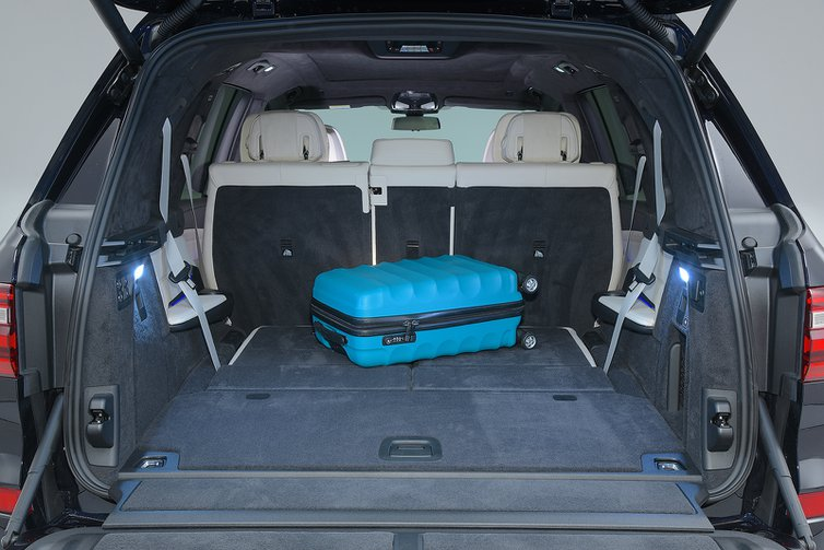 BMW X7 boot