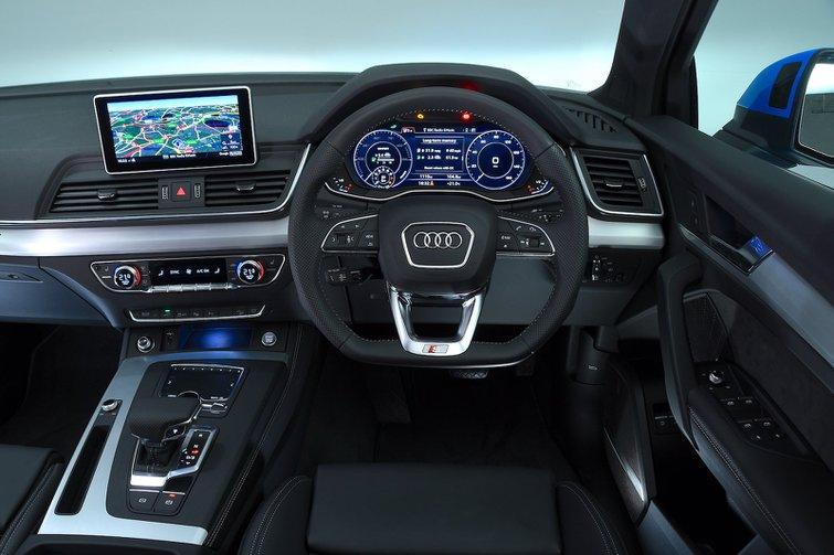 Audi Q5 TFSIe - interior