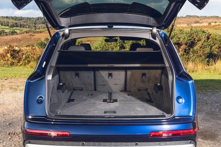 Audi SQ7 2019 RHD boot open