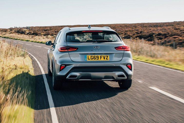 2019 kia xceed silver driving rear