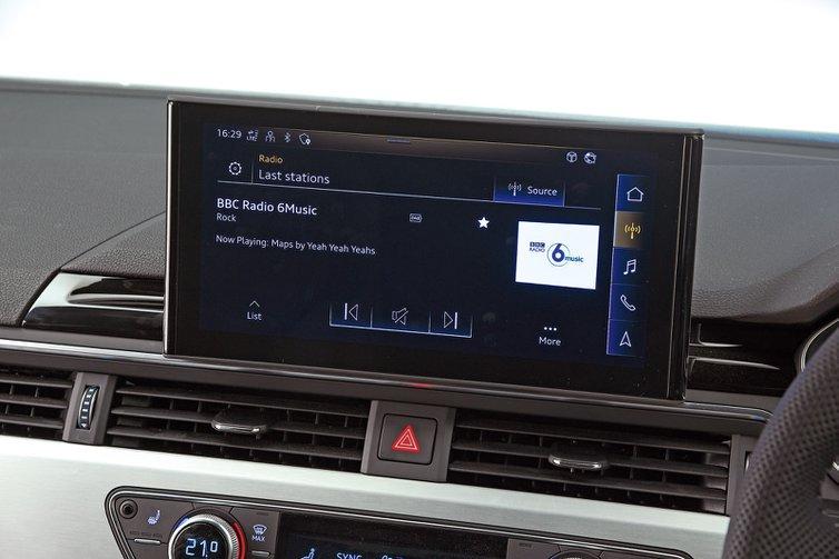 Audi A4 Avant infotainment
