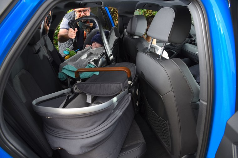 LT Audi Q3 Sportback - putting child seat in the back