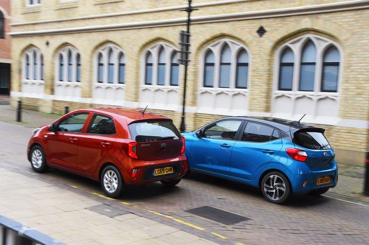 2020 Hyundai i10 vs Kia Picanto rears