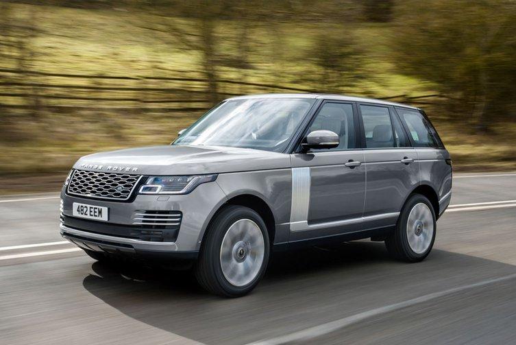 2020 Range Rover P400 driving shot