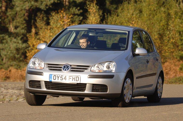 Volkswagen Golf Mk5 front cornering