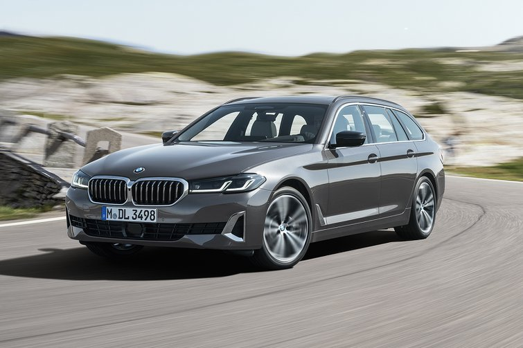 BMW 5 Series Touring 2020 wide front tracking
