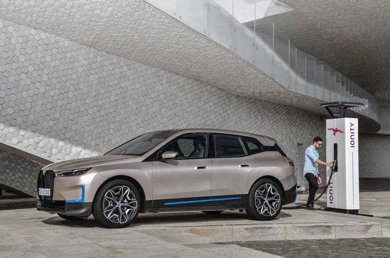 BMW iX 2021 charging