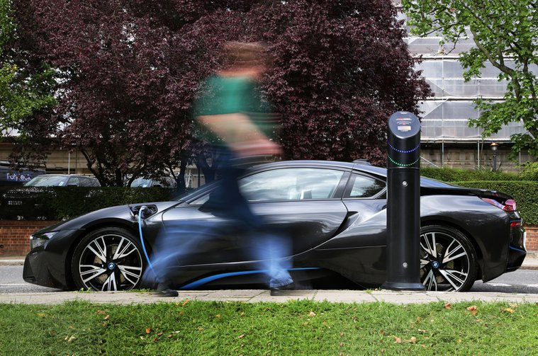 BMW i8 using 7kW roadside charge point