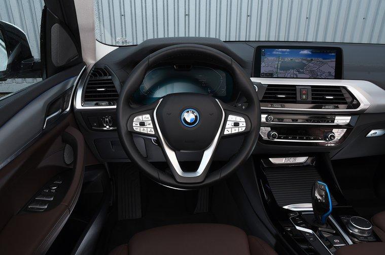 BMW iX3 2021 dashboard