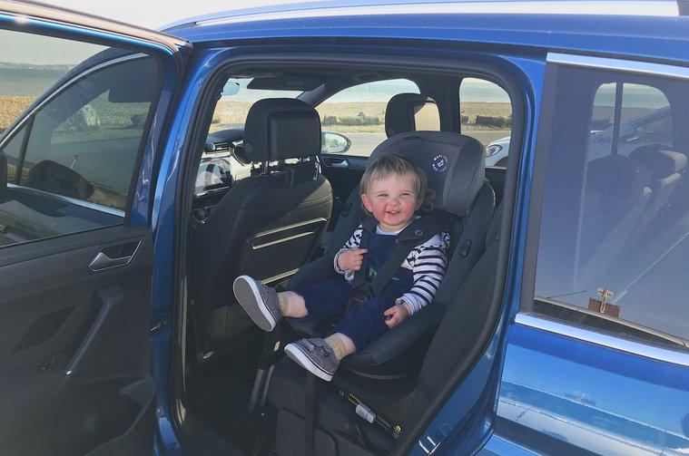 LT Volkswagen Touran with child in child seat