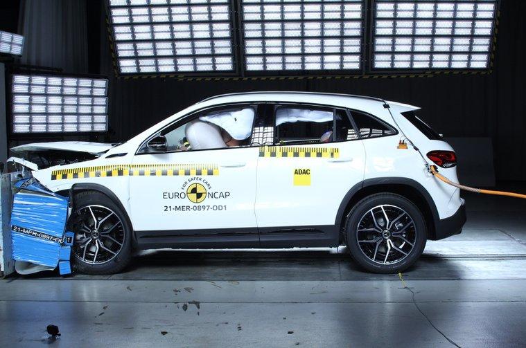 Mercedes GLA Euro NCAP crash test
