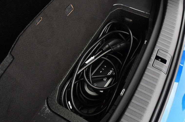 Skoda Enyaq iV 2021 charging cable