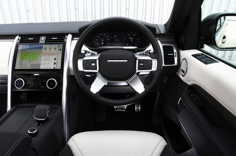 Land Rover Discovery 2021 dashboard