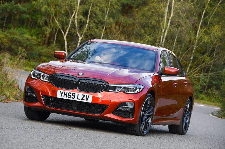 2019 BMW 330e front three-quarter driving
