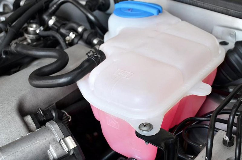 Car coolant fluid reservior