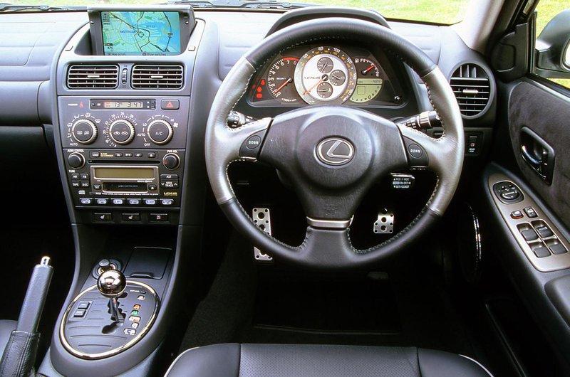 Lexus IS200 interior