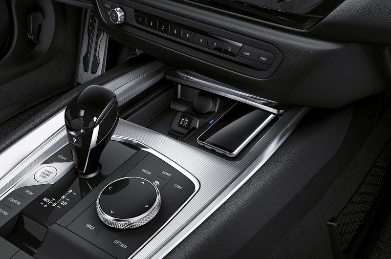 2019 BMW Z4 centre console