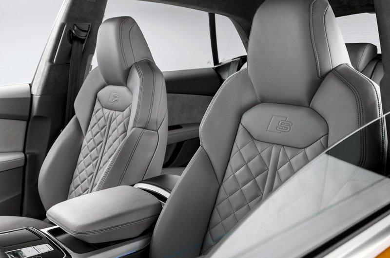 Audi Q8 front seats