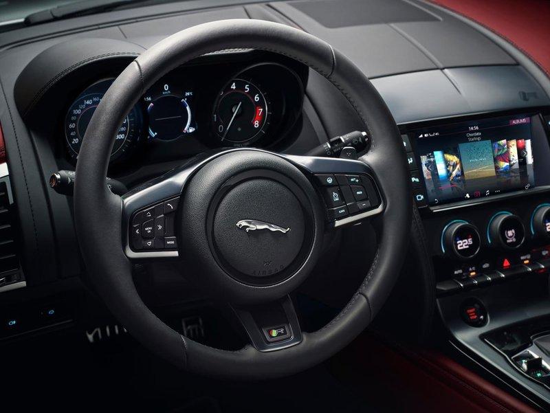 Jaguar F-Type Coupé interior