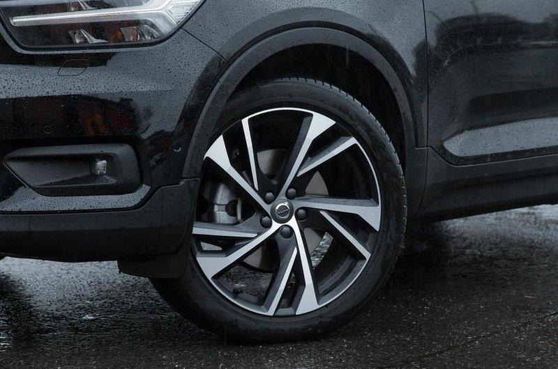 Larger alloy wheels (£1950)
