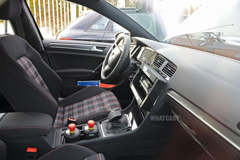 New Volkswagen Golf interior spy shot