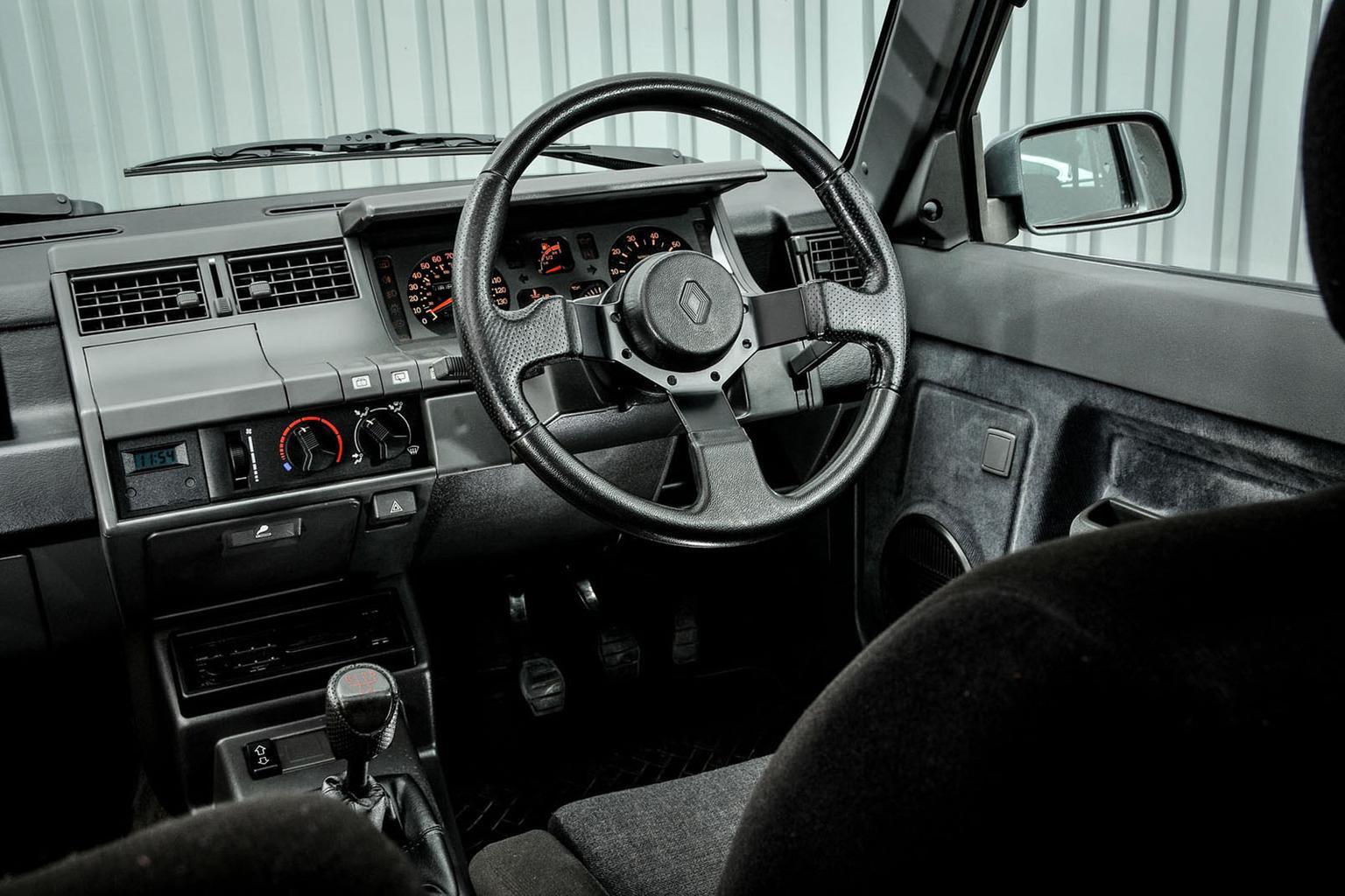 Renault 5 GT Turbo – Rewind Wednesday