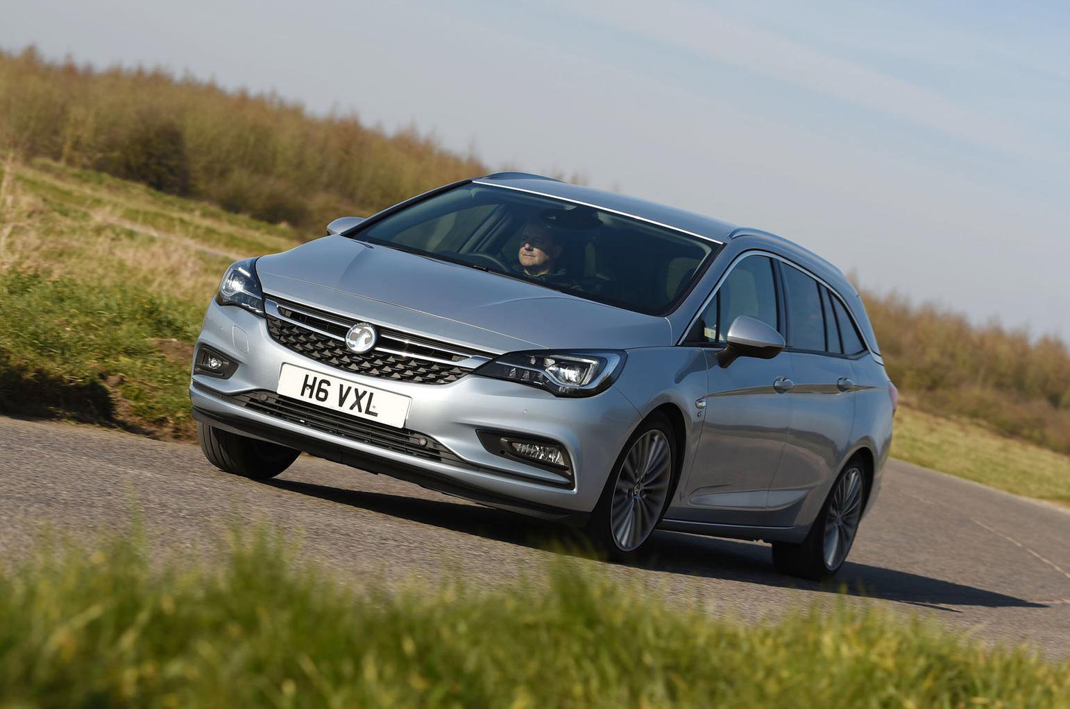 Skoda Octavia Estate vs Vauxhall Astra Sports Tourer