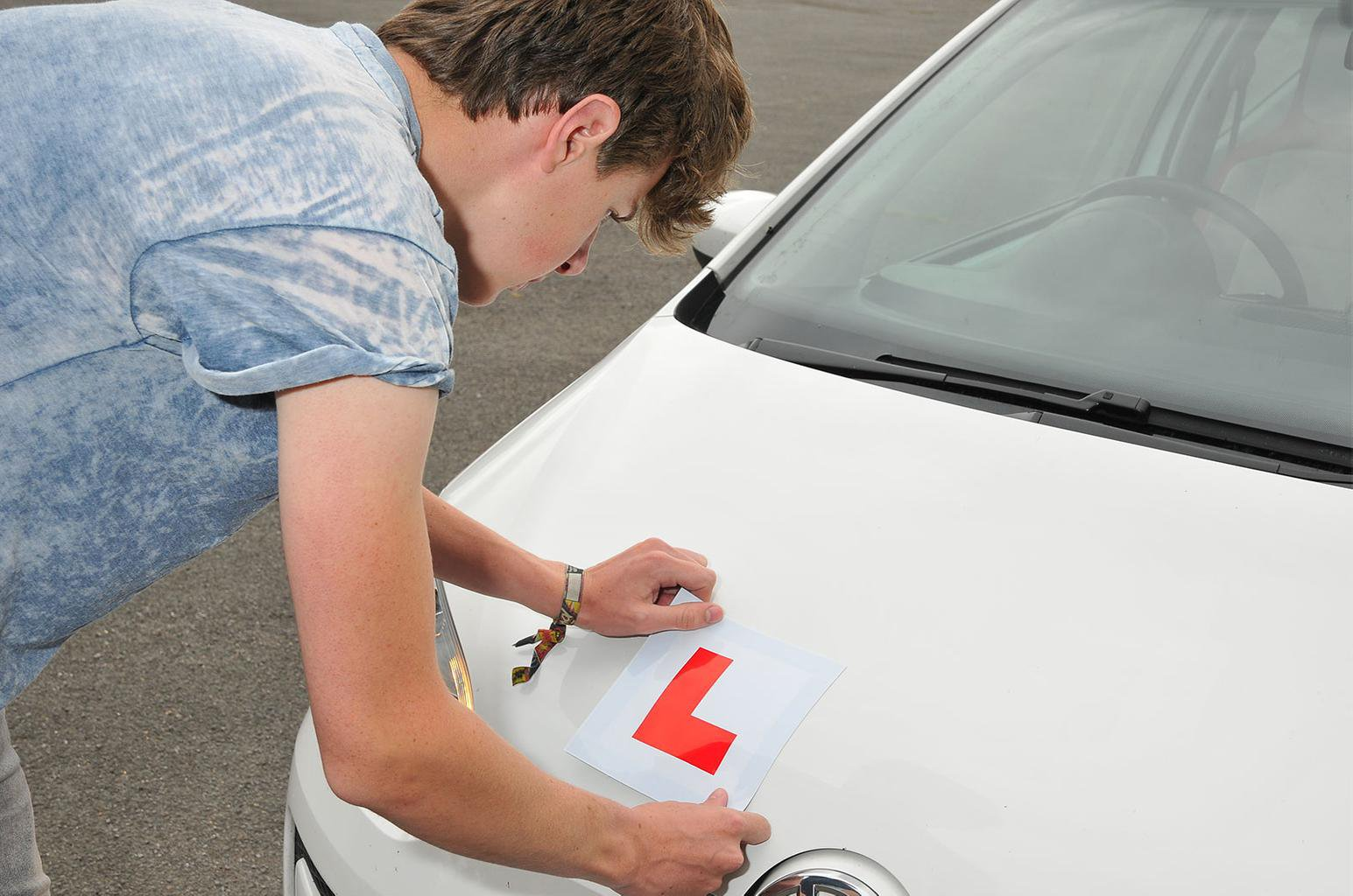 Government to investigate graduated driving licences for new drivers