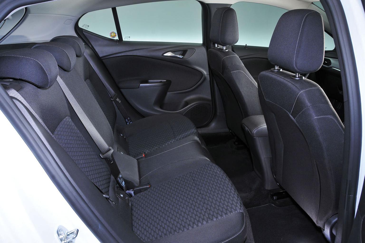 Fiat Tipo vs Vauxhall Astra