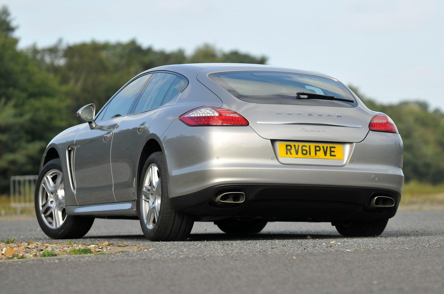 Used test – stylish luxury cars: Mercedes-Benz CLS vs Porsche Panamera