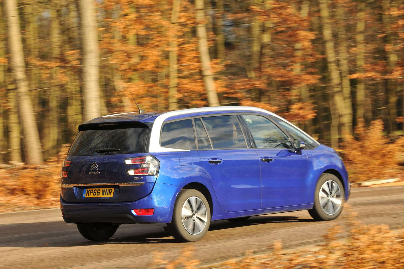 New Renault Grand Scenic vs Citroen Grand C4 Picasso vs Volkswagen Touran