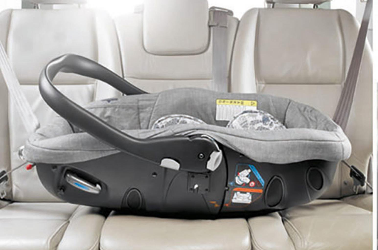 Child car seats: the dangers for newborn babies