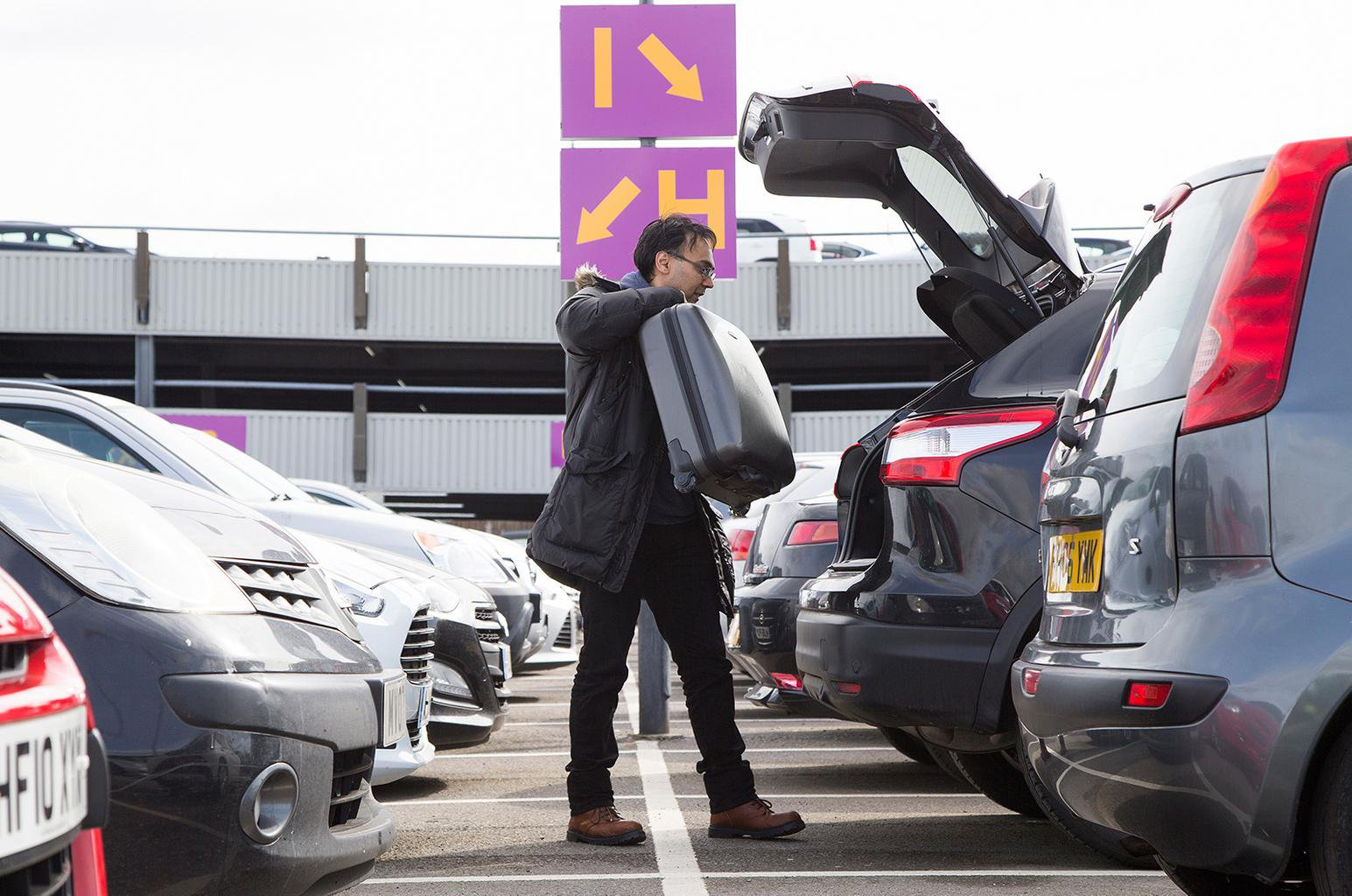 Top 10 tips to save money on airport parking